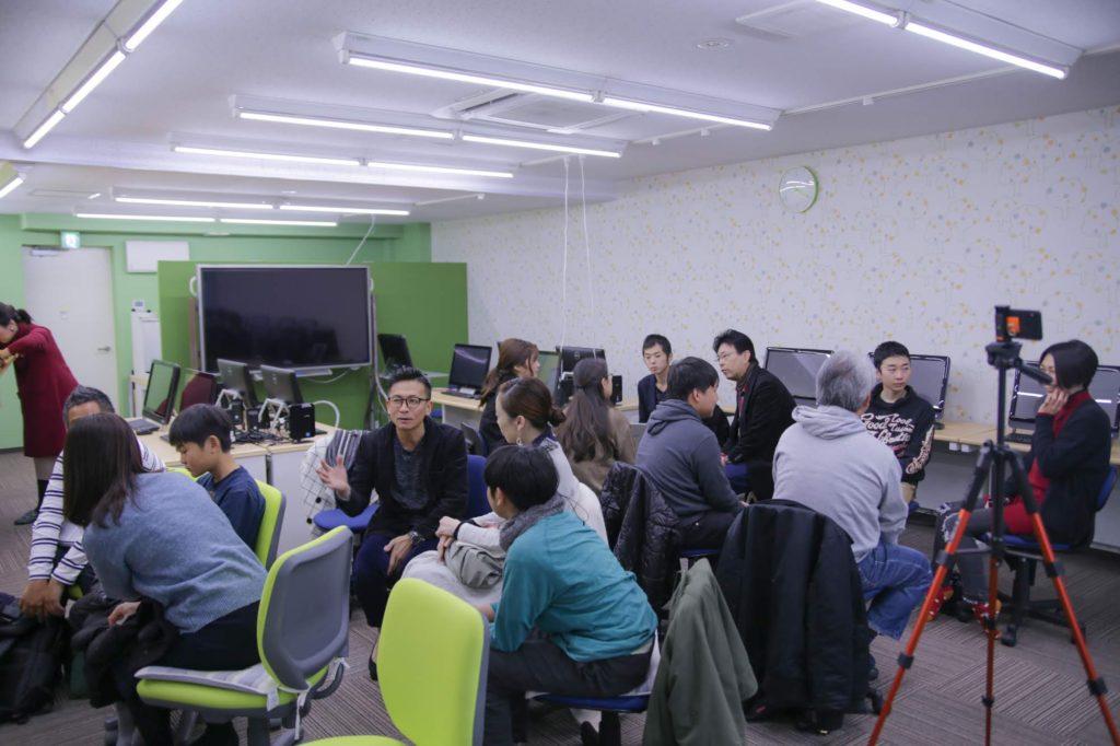 プログラミング教室対談の際のご参加者の方々同士でのワークショップに関する風景